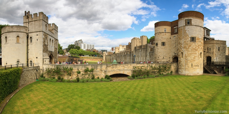 2040-panorama-tower-of-london.jpg